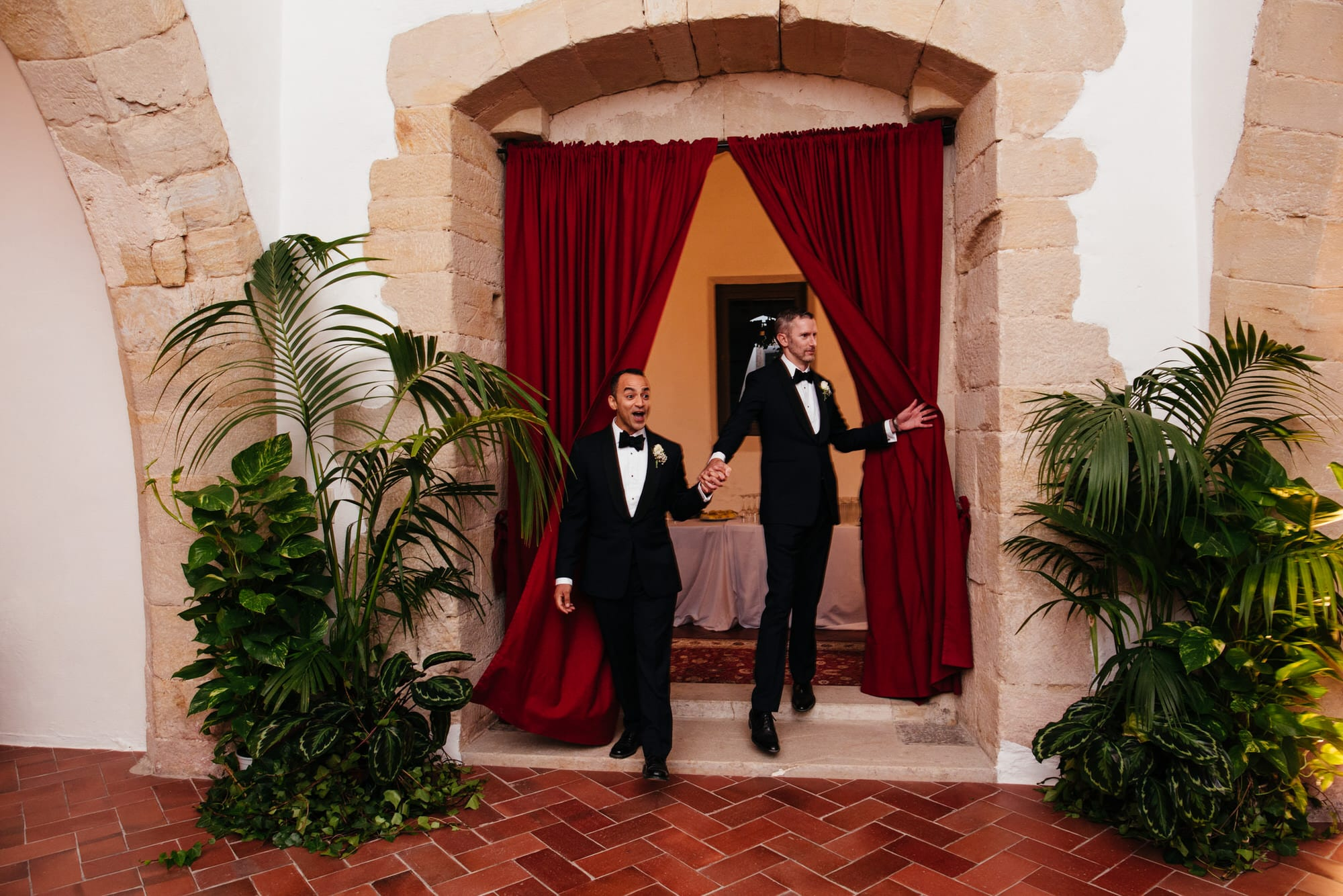 two grooms get into the dinner room on their wedding day